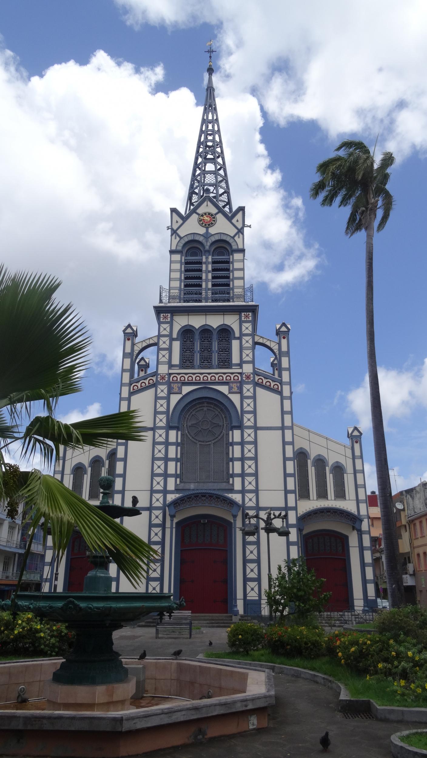 22. Cathedrale Saint-Louis, Port de France