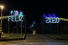 19.-Christmas-cheer-at-the-harbor