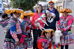 3.-Requisite-photo-with-llamas-sheep-and-traditionally-dressed-native-Peruvians