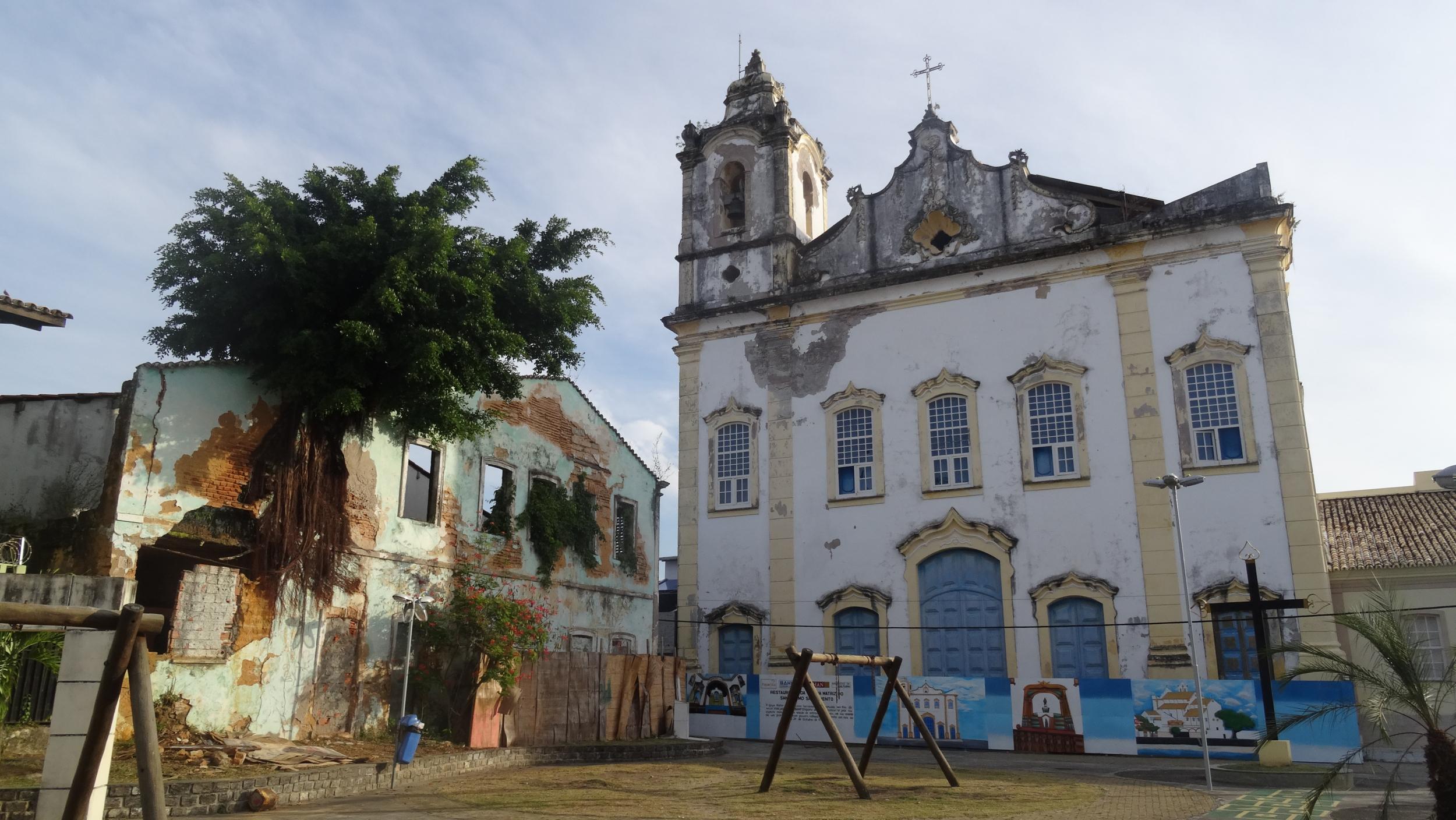 32. Church square in Itaparica