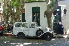5. HIstoric center (and cars), Colonia